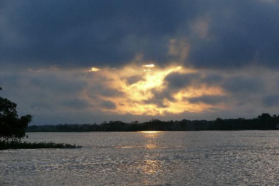 Bundesstaat Amazonas: puesta de sol