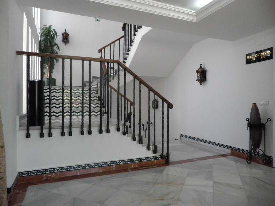 Hotel Castillo De Montemayor: Escalera