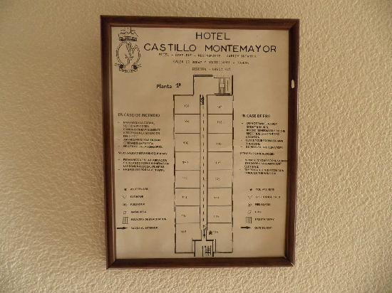 Hotel Castillo De Montemayor: Cartel de evacuación
