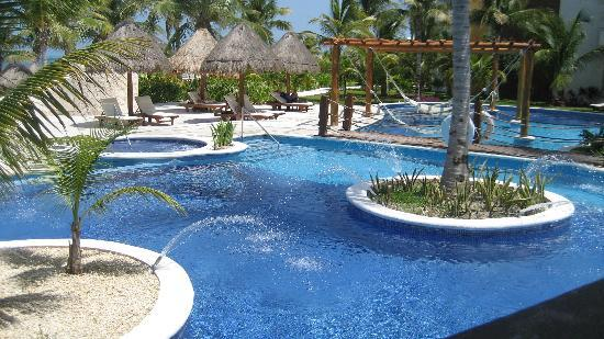 Excellence Playa Mujeres: pool near the Grill