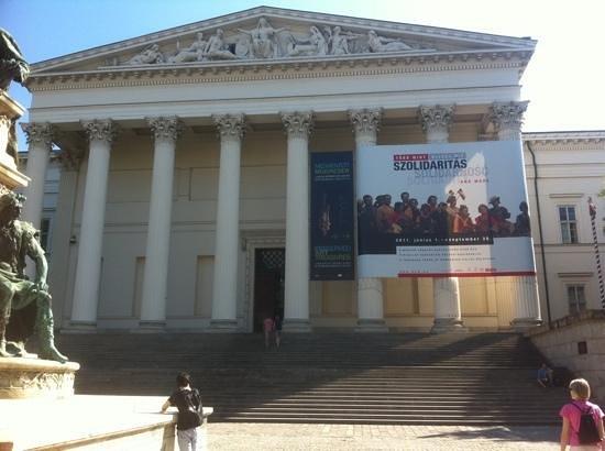 พิพิธภัณฑ์มานุษยวิทยา: Front of museum - August 2011