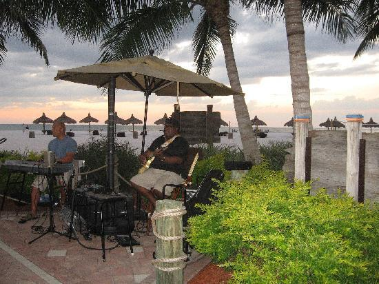 Quinn's on the Beach : Great music! You can even dance if you want to!