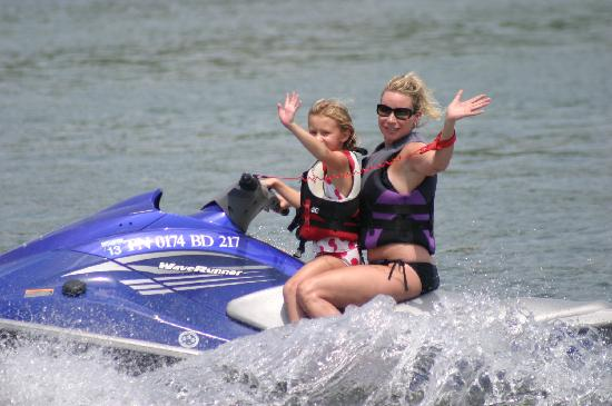 Sunset Marina & Resort: Sunset's Jet skis are awesome!