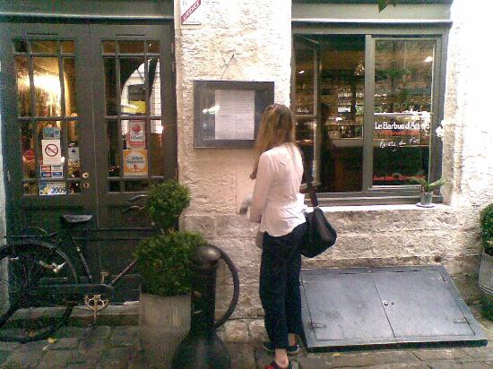 Le Barbue d'Anvers : Looking over the menu!