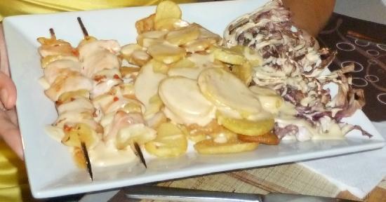 Pizzika: spiedini di pollo e ananas