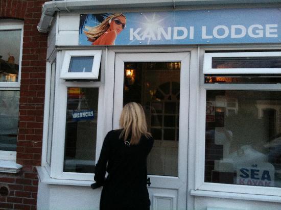 Kandi Lodge: Entering the lodge