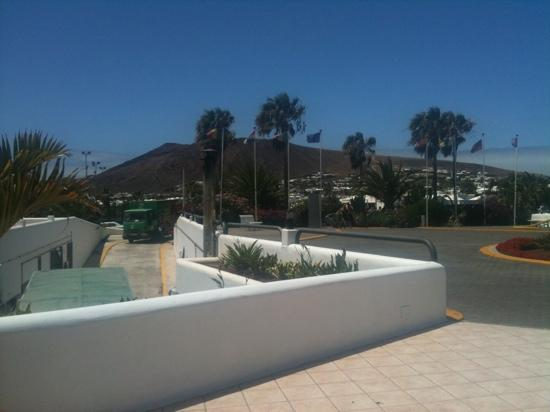 Rio Playa Blanca Hotel: view from reception to front