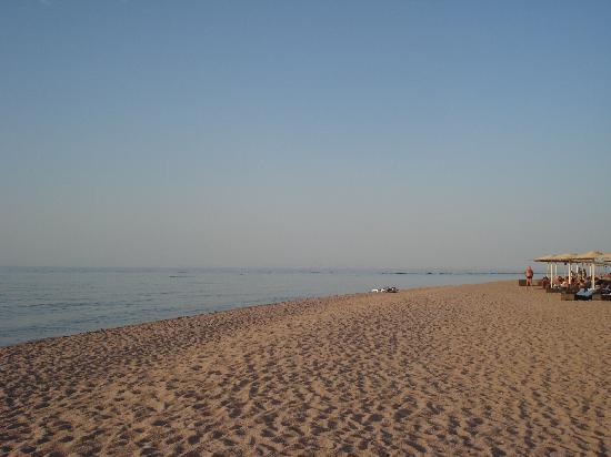 Valtur Club: spiaggia lato barriera, mare non praticabile