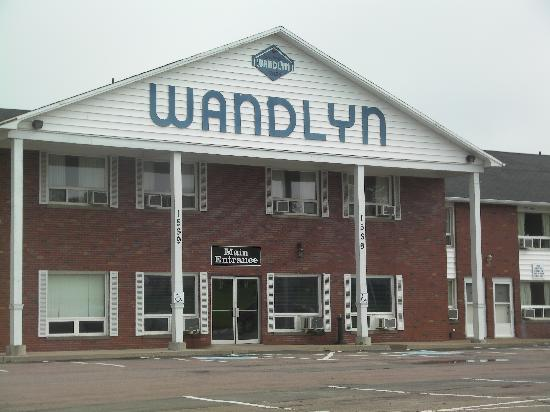 Amherst Wandlyn Inn : Frontal View