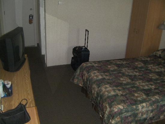 Amherst Wandlyn Inn : Our Room