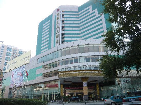 Fortune Days Hotel: 特徴的な外観
