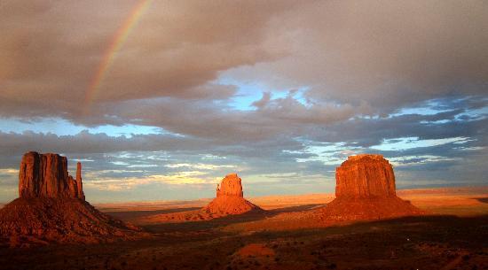 Monument Valley Safari: Sunrise