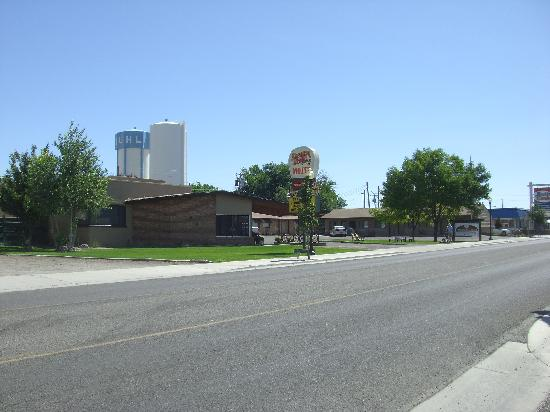 Oregon Trail Motel, Buhl Idaho 08/2011