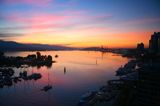 The Westin Bayshore, Vancouver: Amazing sunrise from my room!