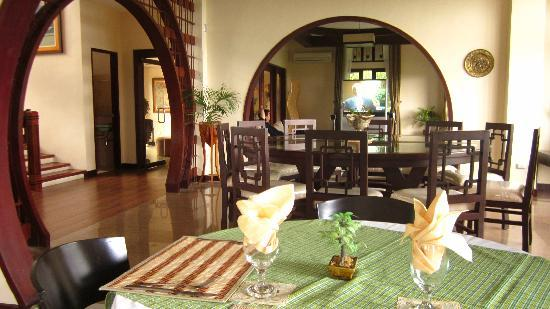 The Manor at Puerto Galera: dinning