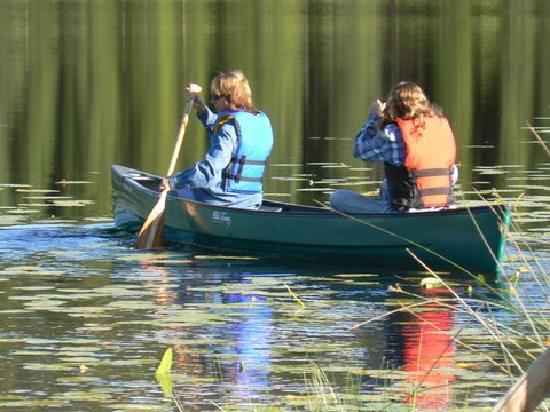 Free Rein Guest Ranch: Paddling on the Lake