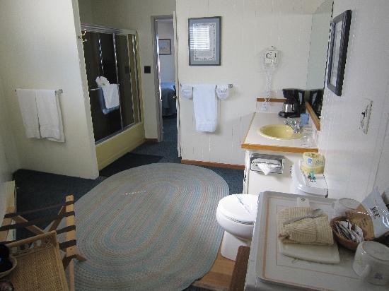 Webb's Scenic Surf Motel: amazing bathroom