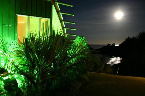 Cavalli Beach House Retreat: Night view of moon
