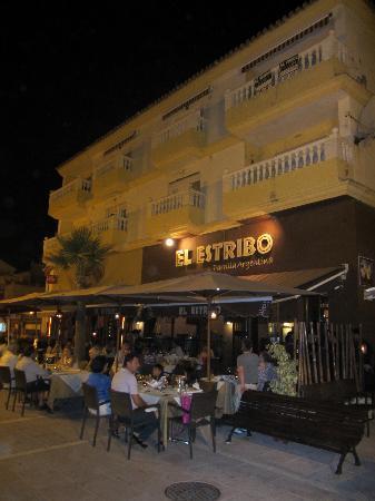 San Luis de Sabinillas, Espagne : terraza en el paseo maritimo