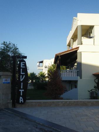 El Vita Apartments: Eingang