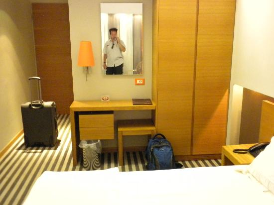 Galaxy City Center Hotel: first minutes in new room