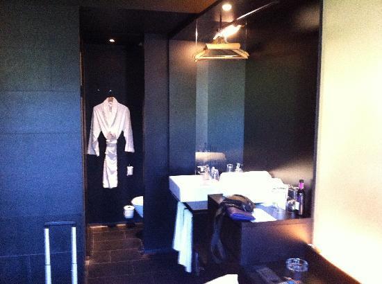 Zimmer picture of axel hotel berlin berlin tripadvisor for Zimmer berlin