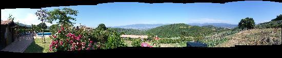 Agriturismo Santa Caterina : Panorama a 180 gradi visibile dalla piscina della struttura