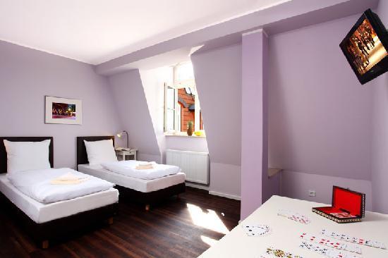 Industriepalast: Twin bedroom