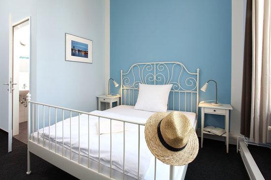 Industriepalast: Single bedroom