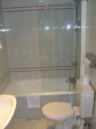 Opera Deauville Hotel: Bathroom