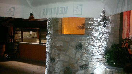 Vibo Valentia, Italië: Il terrazzo e un particolare della cucina a vista