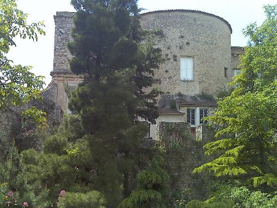 Castello Macchiaroli : Veduta esterna del Castello - parte posteriore