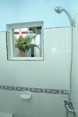 Casa Colonial 1715: Bathroom for the bedroom 2