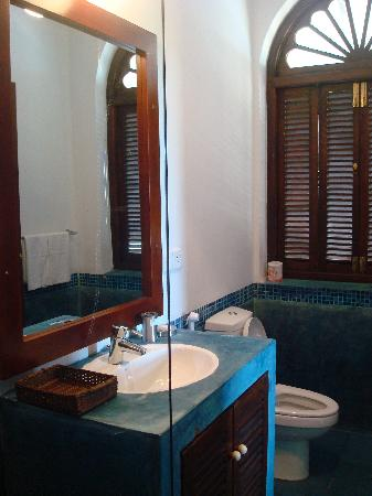 Fort Bliss Galle: Bathroom-Blue Room