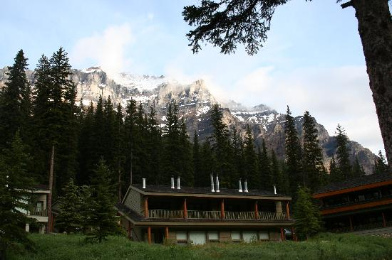 Moraine Lake Lodge : The lodge