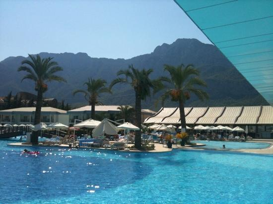 Queen Elizabeth Elite Suite Hotel & Spa : swimming pool