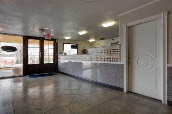 Woodville Inn: Front Desk / Lobby