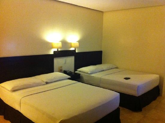 Premiere Citi Suites: 2 queen beds in their DELUXE room