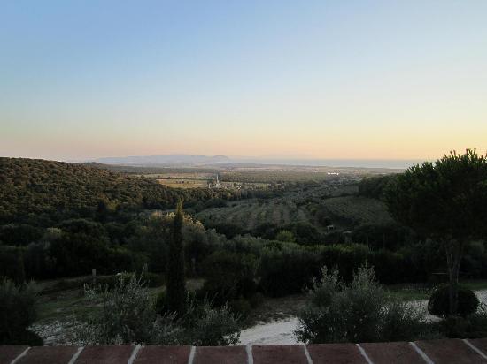 Relais Poggio Ai Santi: view from terrace downstairs