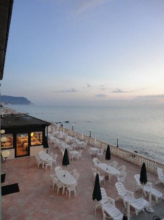 Terrazza a mare - Foto di Hotel Il Brigantino, Porto Recanati ...