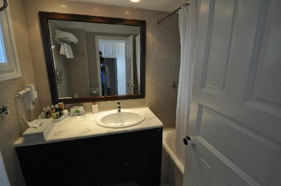 Myconian Ambassador Relais & Chateaux Hotel: bathroom deluxe room