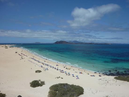 Sicht von Hoteldach: der erste Strand