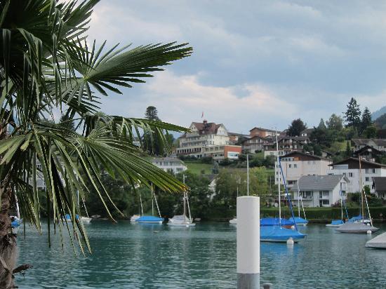 Belvedere Strandhotel & Restaurant: Hotel vom Hafen aus gesehen, super Lage