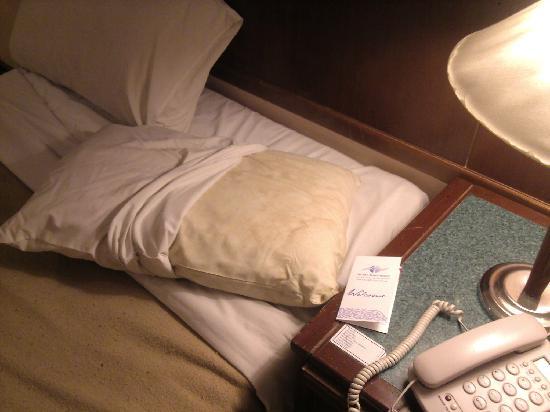 De Rhu Beach Resort: Dirty and stinking pillow