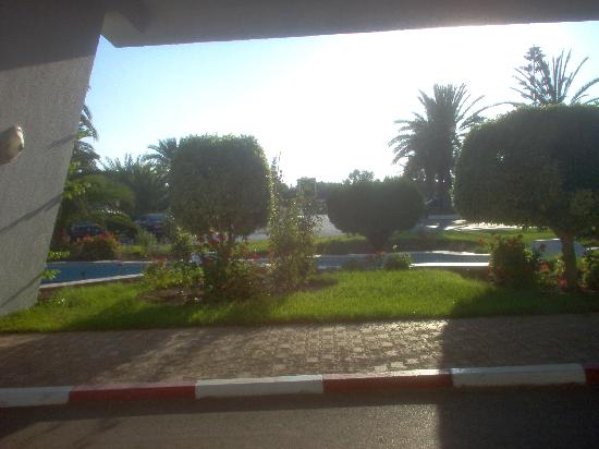 El Mouradi Palace: picture made from hotels entrance