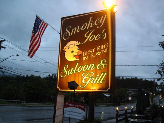 Smokey Joe's Saloon & Grill: Front of the restaurant
