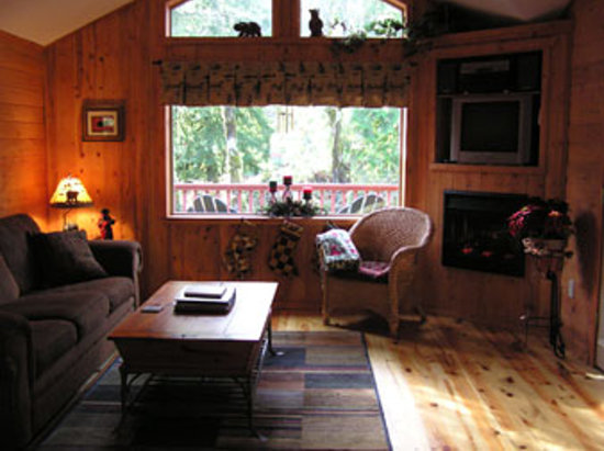 Mt Hood Village RV Resort: Living room