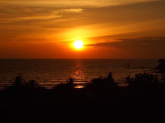Shangri-La's Rasa Ria Resort & Spa: Sunset from the room