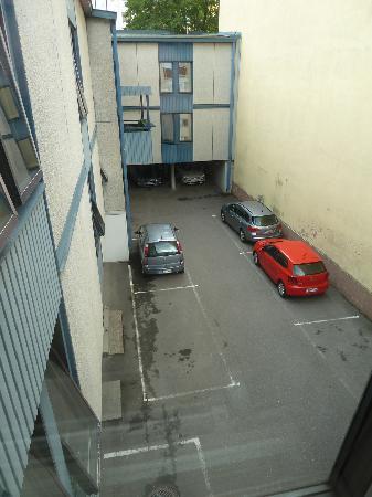 Centro Hotel Turku : Parkplätze im Hof