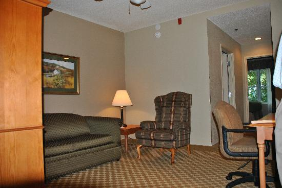 Country Inn & Suites by Radisson, Beaufort West, SC: Suite Sitting Area.  V
